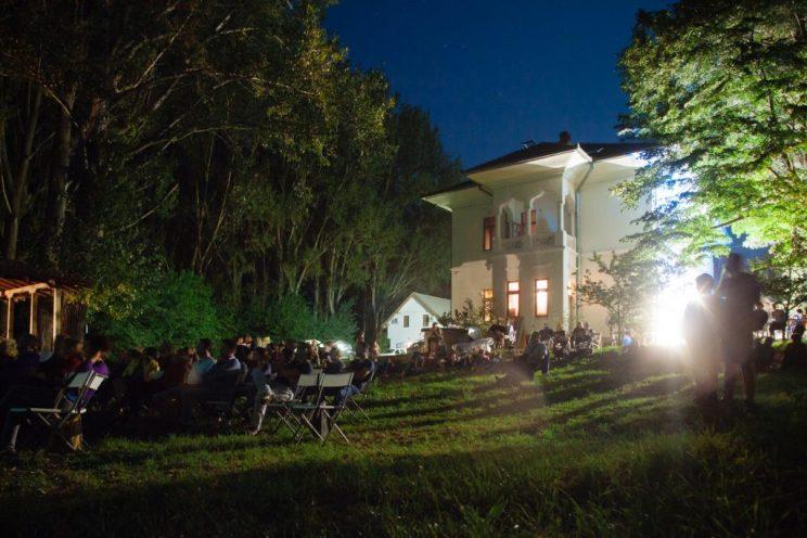 Evening screening at Divan Film Festival in Cetate
